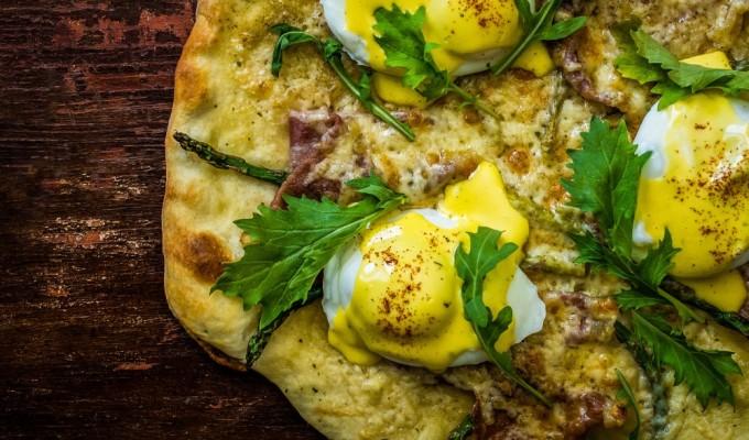 Eggs Benedict BreakfastPizza