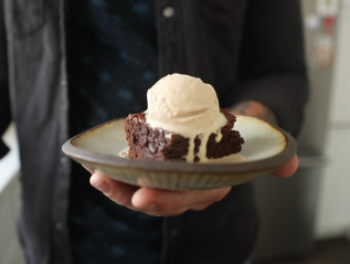 #ad Guinness-Spiked Ice Cream with GuinnessBrownies
